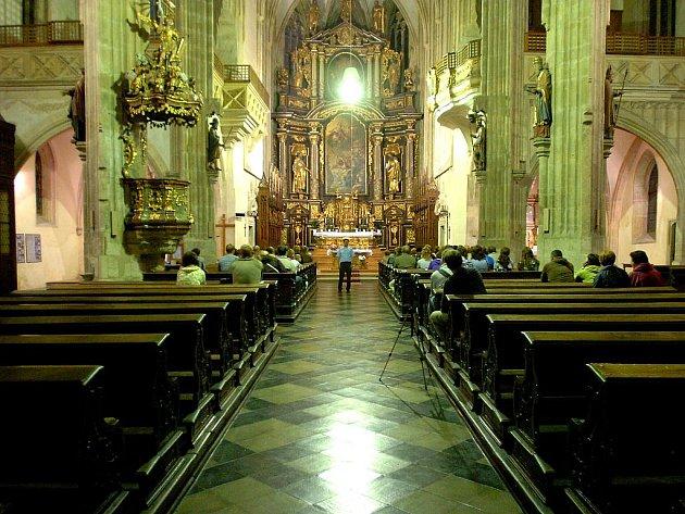Večerní prohlídka chrámu svaté Barbory a kostela svatého Jakuba v Kutné Hoře.