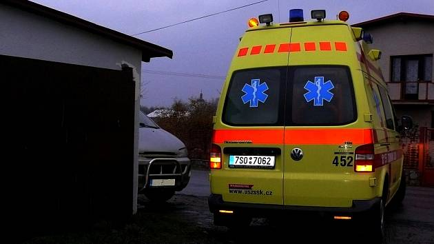 Z církvického hřiště odvezla sanitka Davida na internu nemocnice v Kutné Hoře