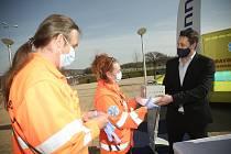 Z předání generátorů ozónu záchranářům darem od společnosti Foxconn v Kutné Hoře.
