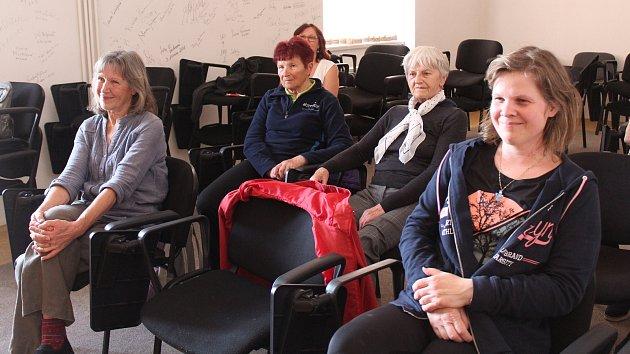 Lektorka Kateřina Frodlová vČáslavi seznamovala sjógou smíchu.