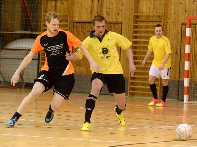 Futsalový souboj Jíchy (Rolling Team vlevo) se Semínkem (Freaks), 6. února 2014.