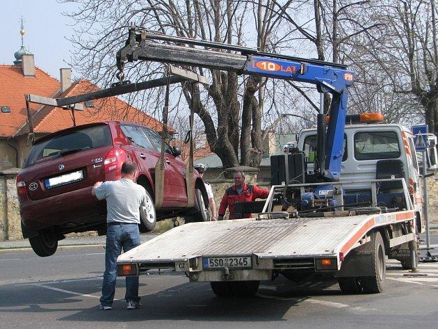 Střet Fabie a Renaultu v Kremnické ulici.