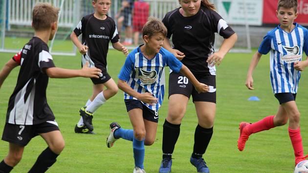 Okresní pohár fotbalových starších přípravek: FK Čáslav A - FK Uhlířské Janovice 8:9 (5:6).