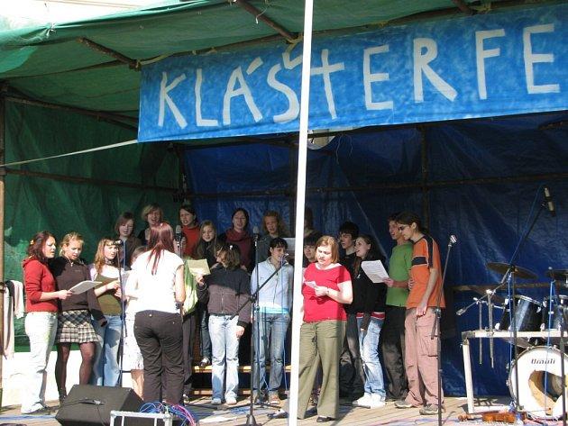 Skupina Kukukaka na Klášterfestu v Kutné Hoře.