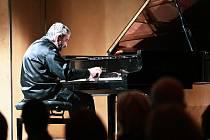 Konstantin Lifschitz zahrál tentokrát v Chrámu svaté Barbory. Foto: Adam Plavec