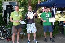 Kutnohorský triatlon u Velkého rybníka se konal letos pošesté. Konečné pořadí - zleva: 2. místo Jaroslav Novotný, 1. místo Jan Rada a 3. místo Jakub Vrbenský.
