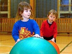 Cvičení rodičů s dětmi se koná každý čtvrtek od 17 do 18 hodin v hale Bios v Kutné Hoře.