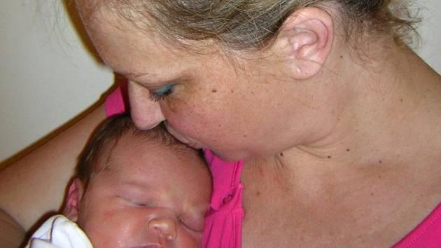 Mia Zápotočná se poprvé rozkřičela 13. června 2019 ve 4.33 hodin v čáslavské porodnici. Pyšní se mírami 3550 gramů a 49 centimetrů. Doma v Dolním Pohleďu ji přivítala maminka Denisa, tatínek Michal a jedenáctiletá sestřička Nina.