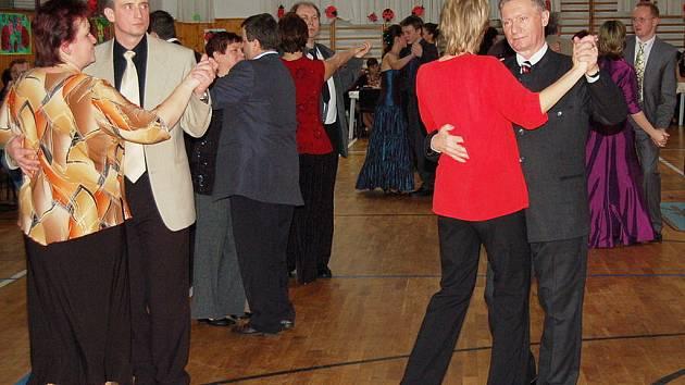 Z devátého školního plesu v Žehušicích.