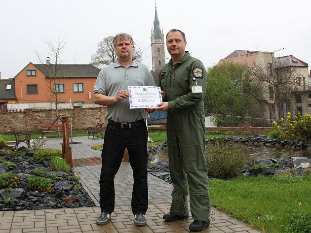 Čáslavská základna podpořila seniory.