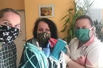 Kreativní spolek RůznoRadost se spojil s rodinným centrem Kopretina a dalšími ženami, a šijí roušky tam, kde je potřeba.
