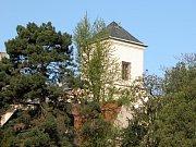 Netradiční pohled na Sankturinovský dům.