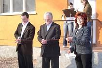 Poslanci slavnostně otevřeli zrekonstruovanou hasičskou zbrojnici.