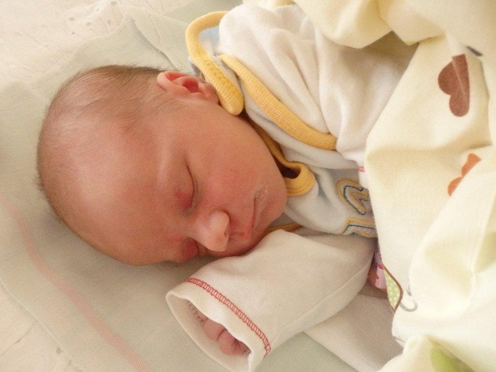 Ela Kubínová se narodila 6. dubna v Čáslavi. Vážila 3000 gramů a měřila 51 centimetrů. Doma v Kutné Hoře ji přivítali maminka Aneta, tatínek Richard a bratr Tomášek.