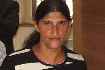Matka mentálně retardovaného chlapce Pavla F. u Okresní soudu v Kutné Hoře.