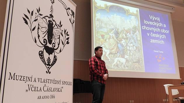 Z přednášky Davida Tumy o loveckých a chovných oborách na Nové scéně Dusíkova divadla v Čáslavi.