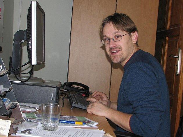 Martin Starý v redakci Kutnohorského deníku.