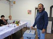 Volič v Chedrbí.