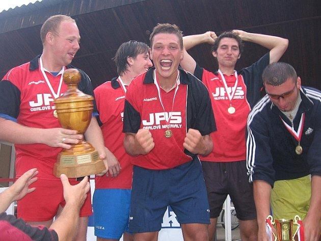 Závěrečný ceremoniál s vyhlášením vítězů a předáním cen všem zúčastněným mužstvům - 1. FC Naděje (1. místo).