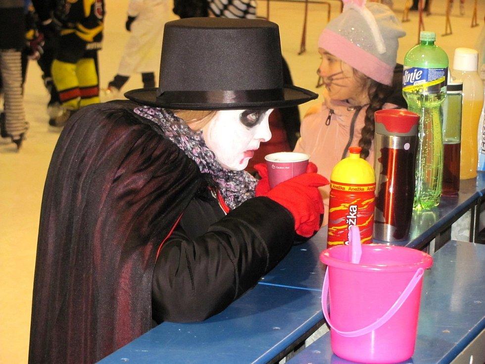 Z karnevalu na ledě v režii Základní školy T. G. Masaryka na zimním stadionu v Kutné Hoře.