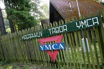 Masarykův tábor YMCA – Soběšín se nachází v zalesněné krajině podél řeky Sázavy