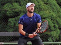 Kutnohorský tenista Filip Brtnický.