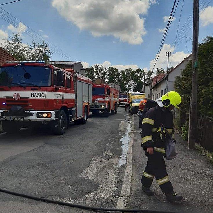 Požár rodinného domu ve Žlebech.