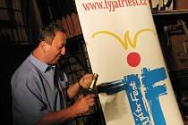 TyjátrFest 2008. Večírek pro nedočkavé. Nové logo TyjátrFestu.
