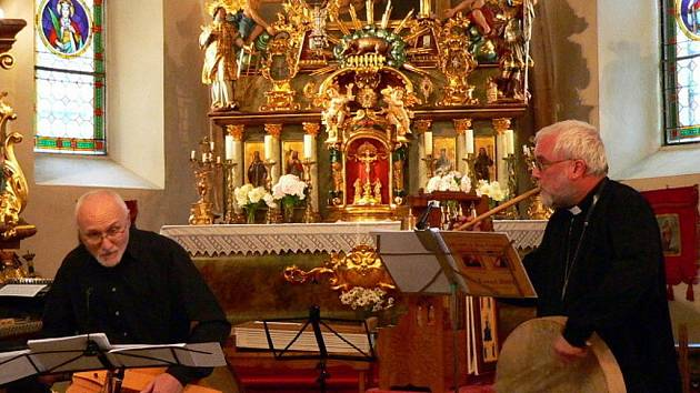 Zručský farář se rozloučil koncertem v kostele.