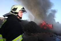 Požár skládky pneumatik v Koudelově. 5. 3. 2012