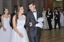 Taneční kurz v Uhlířských Janovicích byl zakončen tradičně věnečkem.