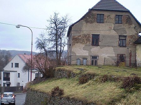 Zručský dům určený k demolici.