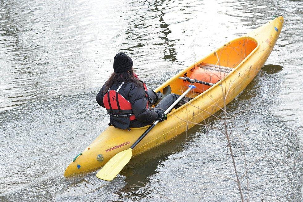 Vodáci přivítali nový rok tradičním splutím Sázavy