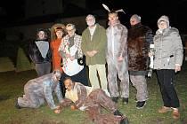 Humorná scénka 'Za plotem' v podání divadelního spolku Divoch v rámci rozsvícení vánočního stromu v Církvici.