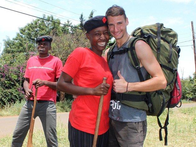Martin Levý s Lucy v armádním výcvikovém táboře poblíž Moshi.