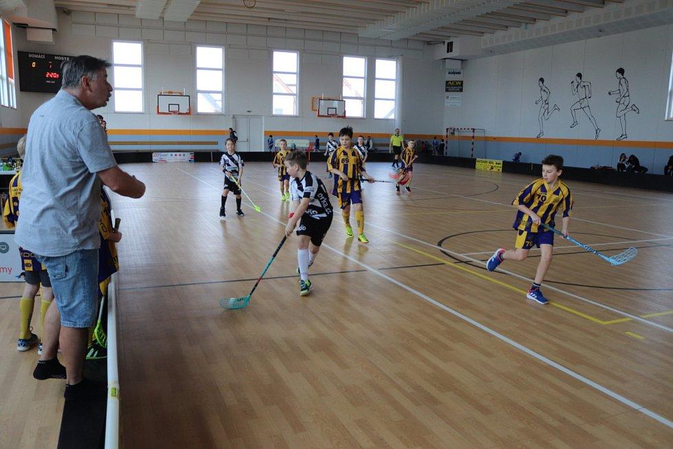 Florbalový zápas v Nehvizdech.
