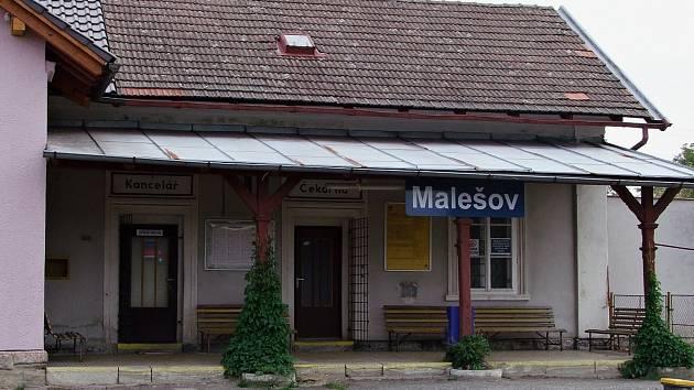 Železniční stanice v Malešově v září roku 2018.