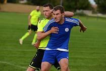 Ve 3. kole fotbalové I. A třídy porazil Hlízov doma Záryby (v modrém) 4:0.
