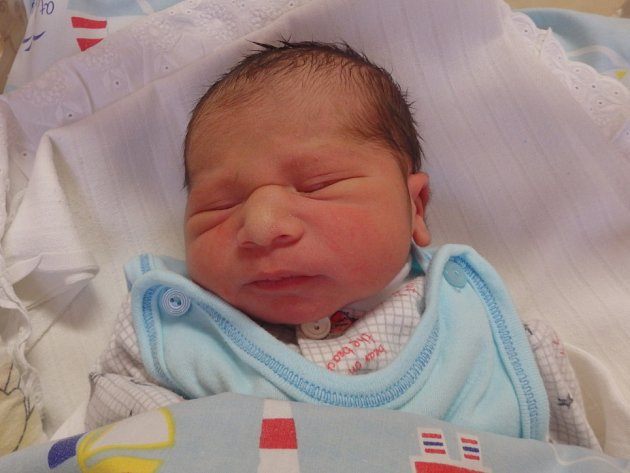 Jan Pešta se narodil 4. prosince v Čáslavi. Vážil 3120 gramů a měřil 49 centimetrů. Doma v Čáslavi ho přivítala maminka Veronika.