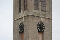Na severní věži kostela sv. Jakuba v Kutné Hoře se zastavily hodiny.