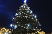 V Čáslavi rozsvítili vánoční strom.