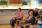 Absolventi převzali pamětní listy v Dačického domě.