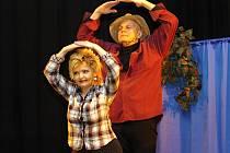 Představení Čert a káča uvedli Jan Přeučil a Eva Hrušková v čáslavském kině Miloše Formana.
