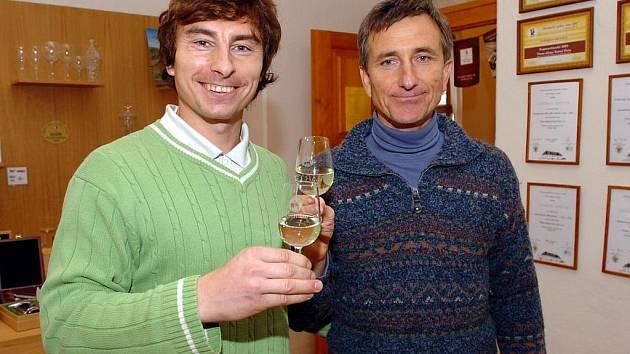 Vinaři Lukáš (vlevo) a Stanislav Rudolfský.