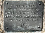 Památník k narození v Lošanech.