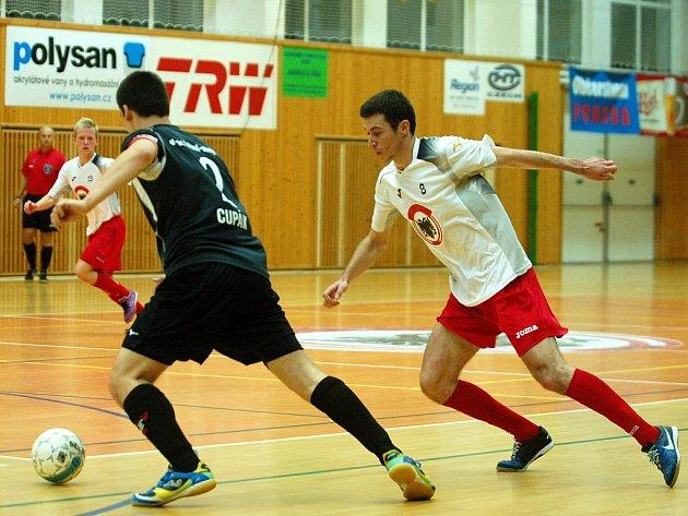 7. kolo Chance futsal ligy: Benago Zruč - Helas Brno, 26. října 2012.