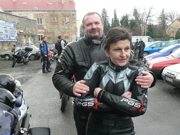 """Motorkáři vyndali po zimě své """"miláčky""""."""