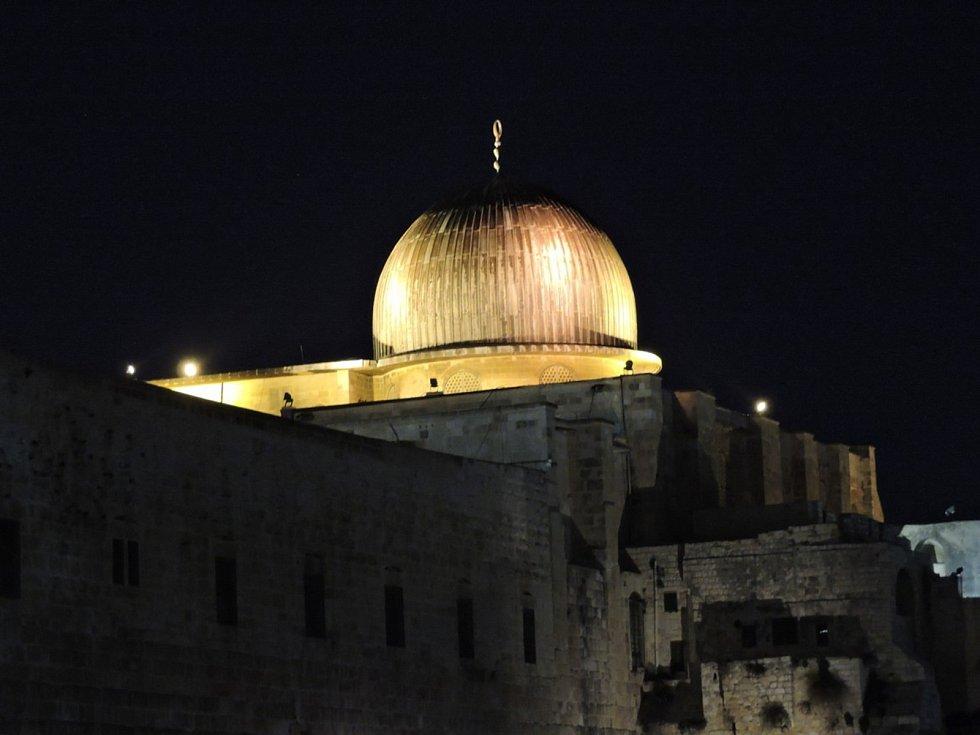 Chrámová hora je nejposvátnějším místem judaismu a třetím nejposvátnějším místem islámu.