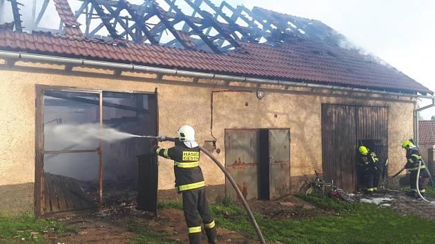 Požár přestavěné stodoly ve Vlkové.