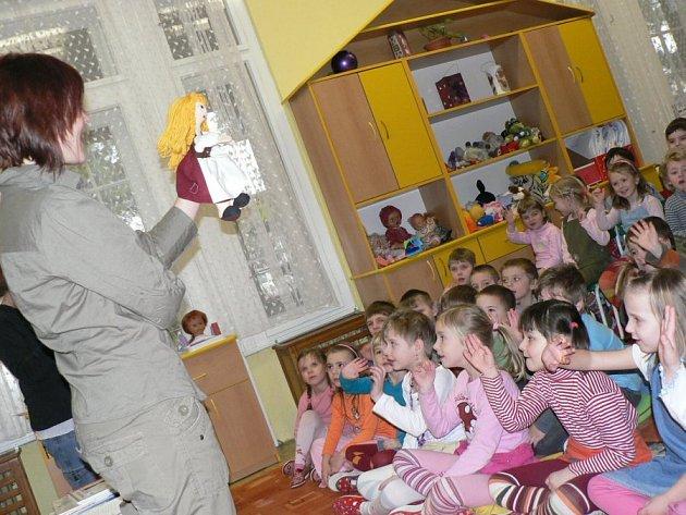 Knihovnice povyprávěly dětem o zimě.